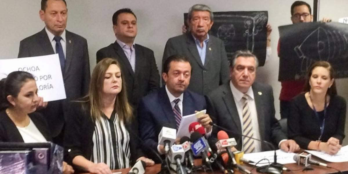 53 asambleístas presentan solicitud de juicio político contra Carlos Ochoa
