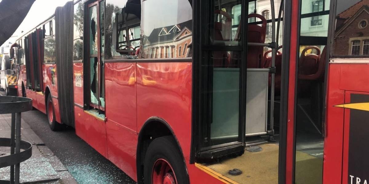 ¡Atención! Evacúan bus de TransMilenio por fuga de vapor