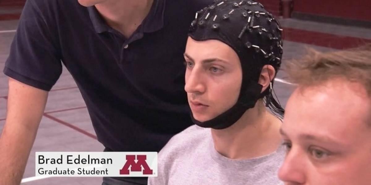 Crean interfaz para controlar un robot drone con la mente
