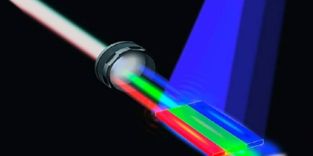 Crean el primer rayo láser de luz blanca a base de semiconductores