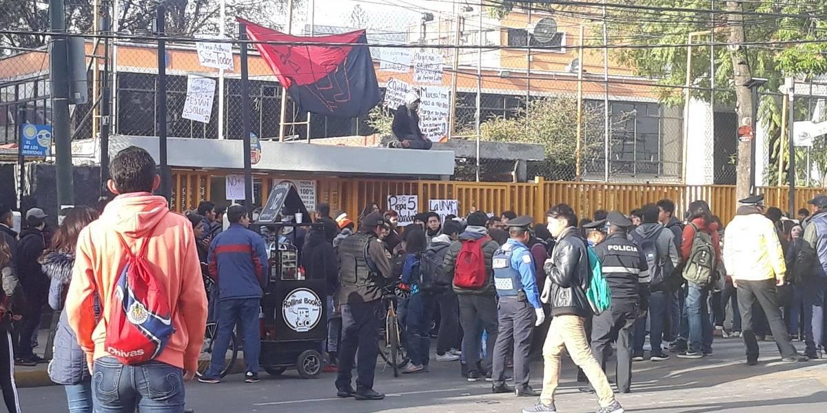 Grupo de jóvenes toma las instalaciones de la Prepa 5 por caso Marco Antonio