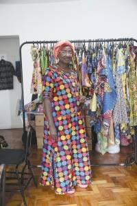 Diamou Diop contrata refugiados em sua marca