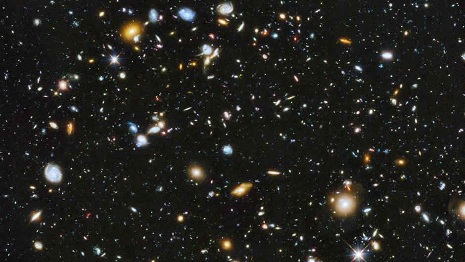"""Telescopio espacial Hubble capta moléculas similares a """"balones de fútbol"""" en el espacio"""