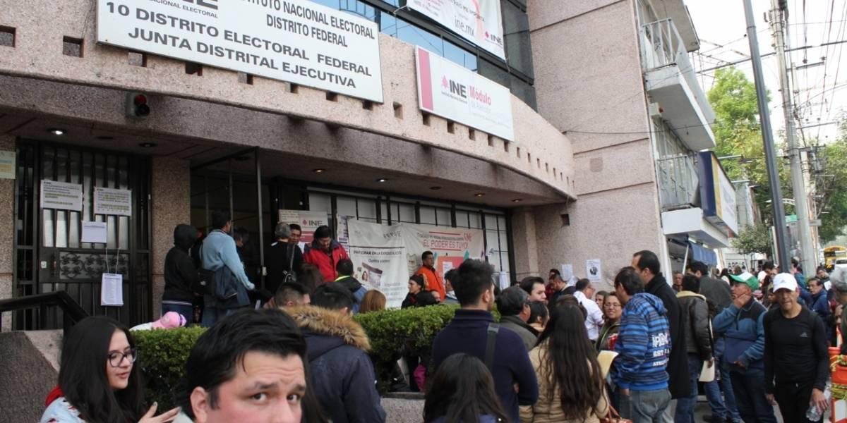 Abarrotan módulos del INE en último día para tramitar credencial de elector
