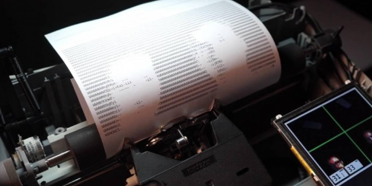 La máquina de escribir que toma selfies en código ASCII