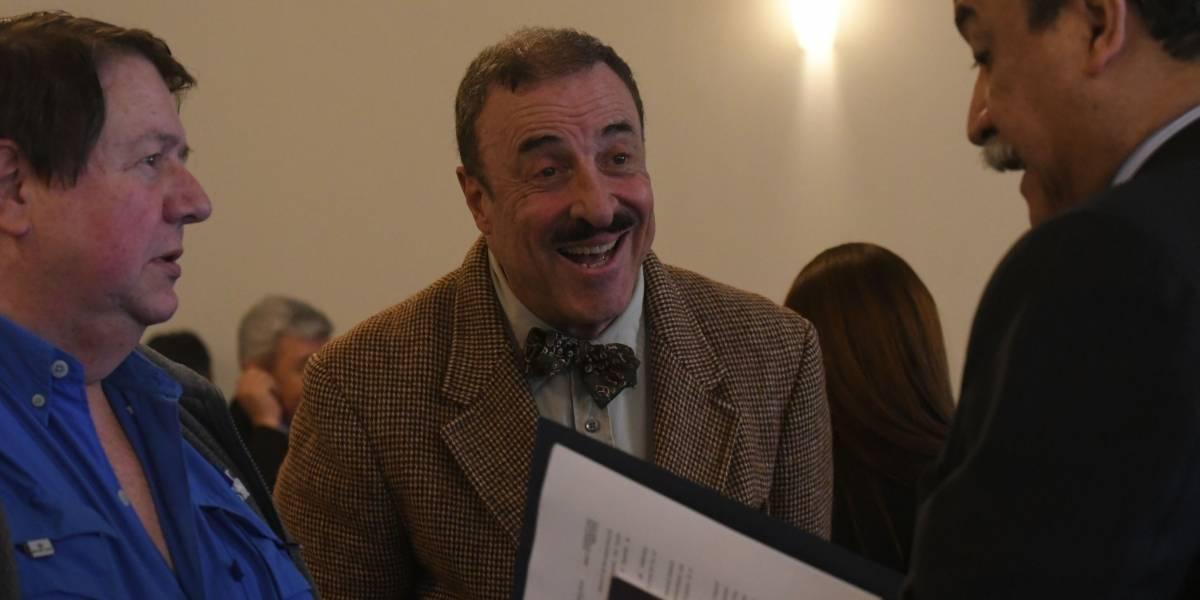 Diputado Linares Beltranena arremete contra diplomáticos y usuarios contra él