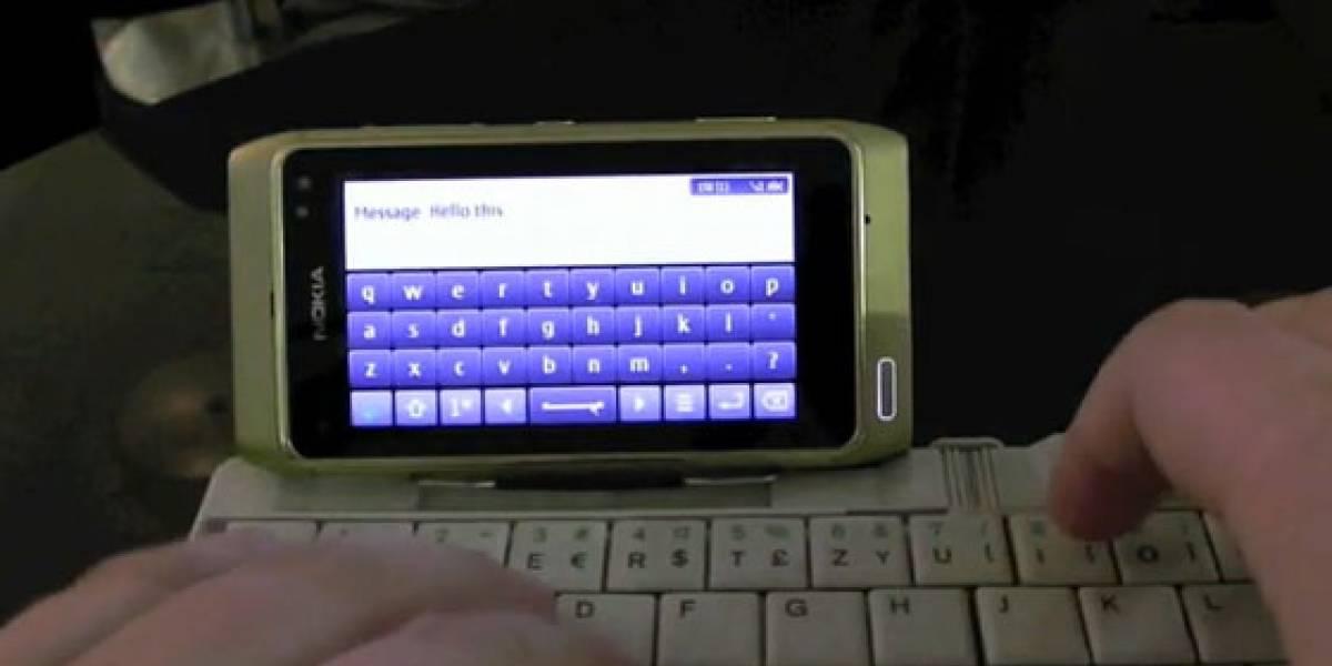 Nokia N8 hace de las suyas con un ratón y teclado