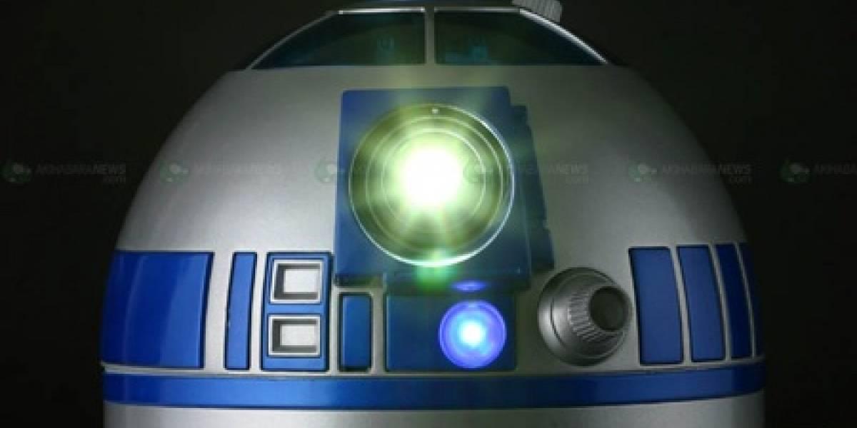El sorprendente R2D2 con proyector y DVD