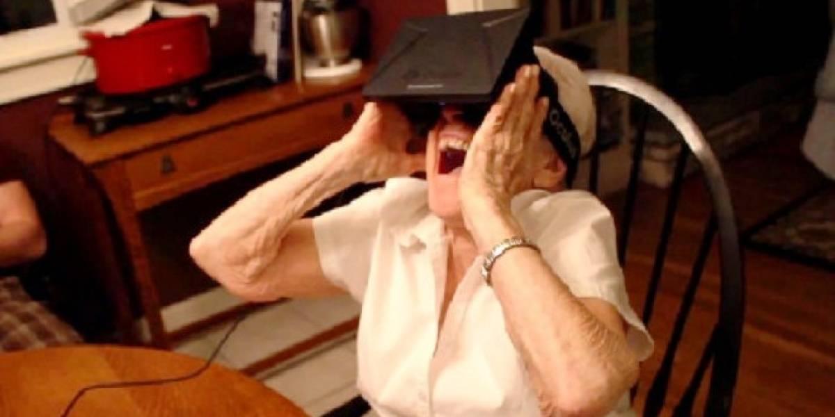 Abuela de 90 años maravillada por la realidad virtual gracias al Oculus Rift
