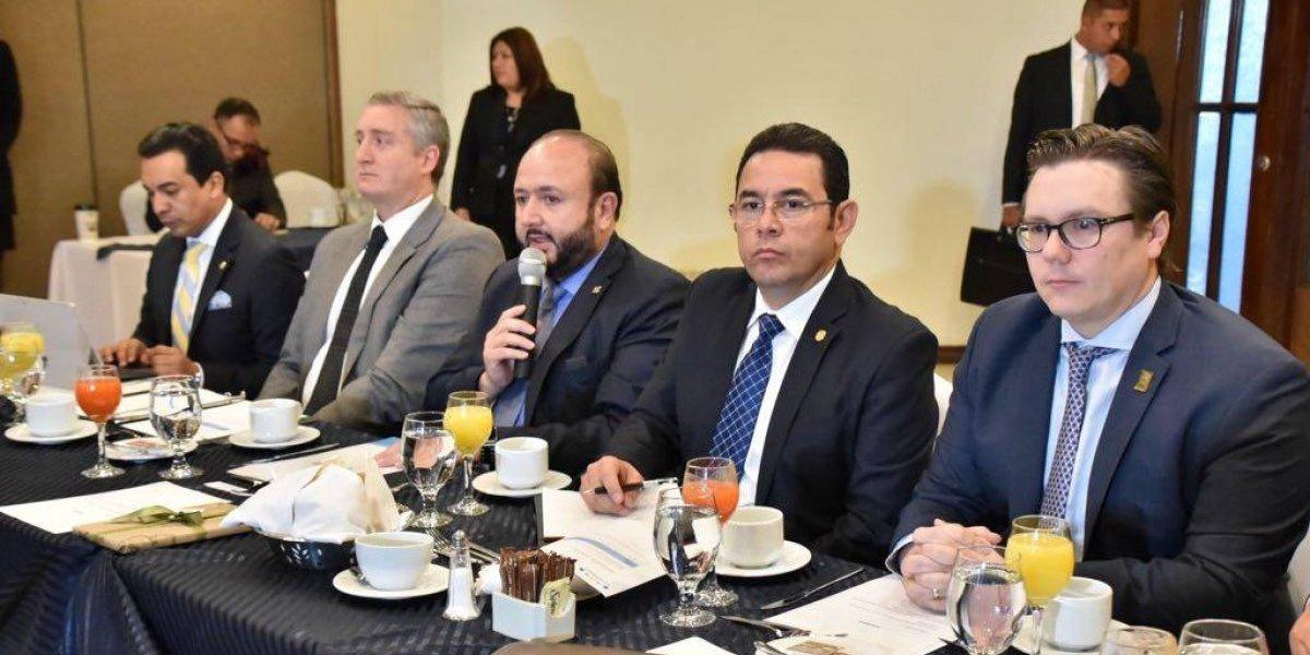 Presidente se reúne en privado con junta directiva del Cacif