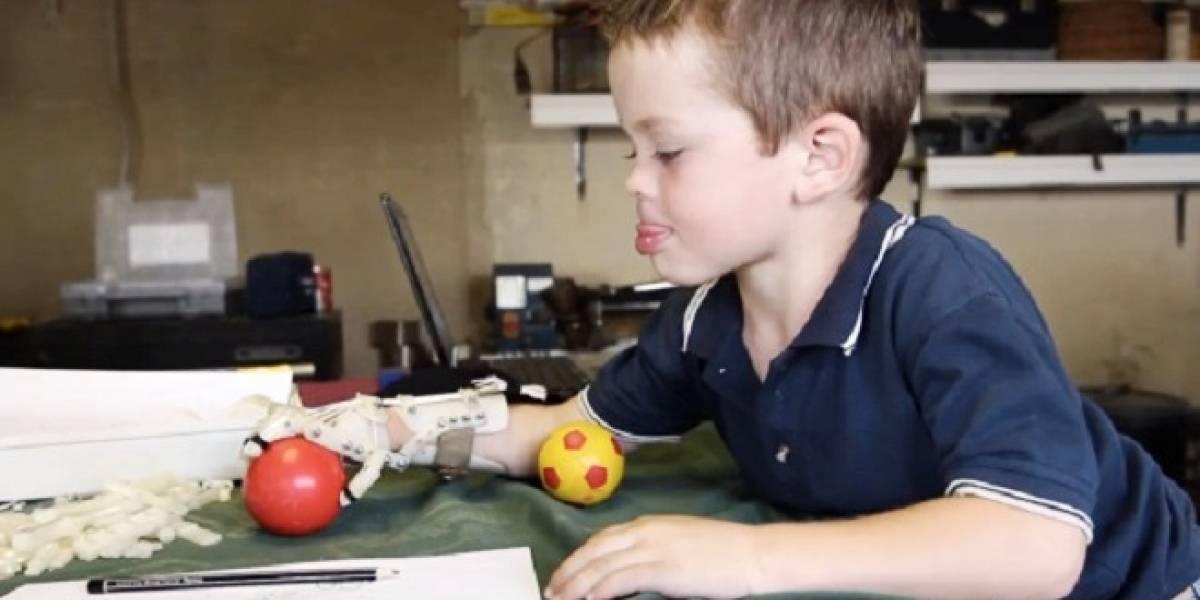 Robohand: Perfeccionan la prótesis de mano hecha con una impresora 3D