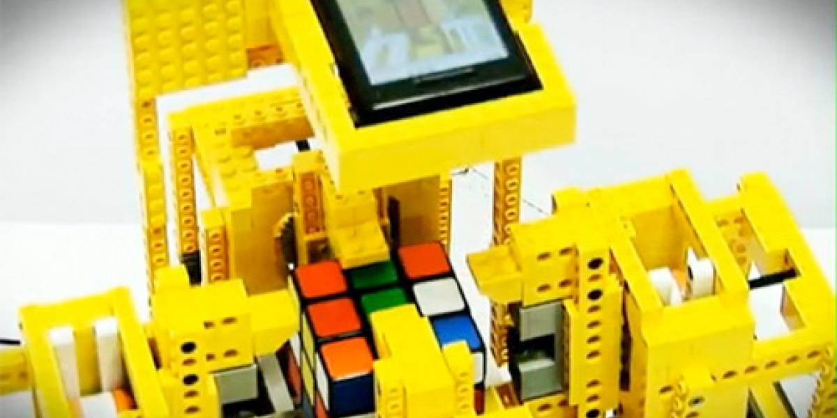 Robot Lego Motorola Droid resuelve cubo rubik en 25 segundos