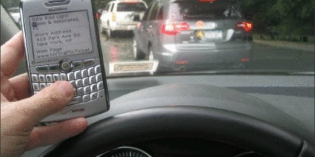 Conductores que envían SMS son más mortales que conductores ebrios