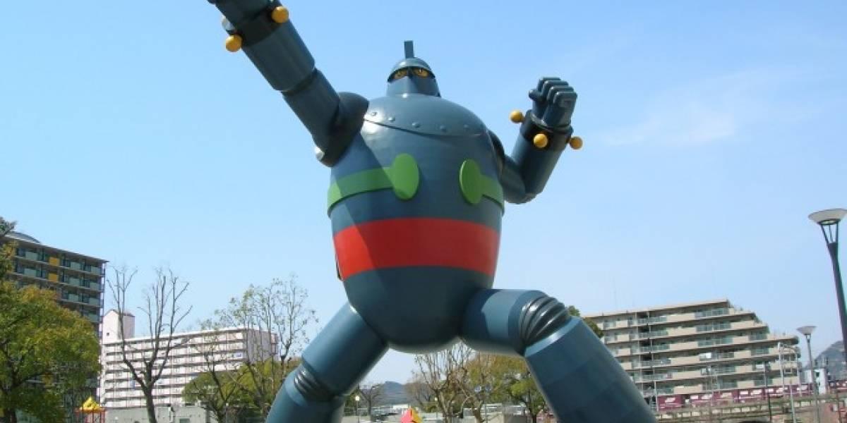 Termina la construcción de estatua de robot gigante en Japón
