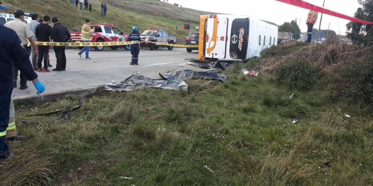 6 muertos y 14 heridos tras accidente de tránsito en Cañar