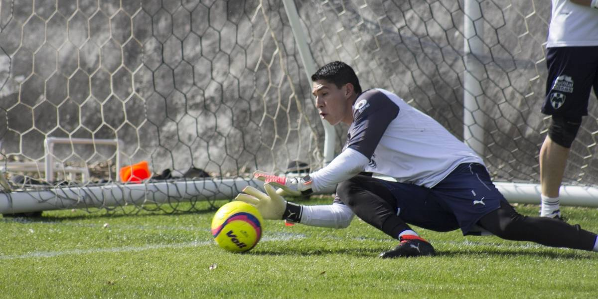 Quien se relaje pierde el puesto en Rayados: Hugo González