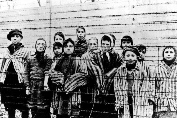 Imagen de archivo tomada justo después de la liberación del campo de exterminio de Auschwitz, en Polonia. Enero de 1945.