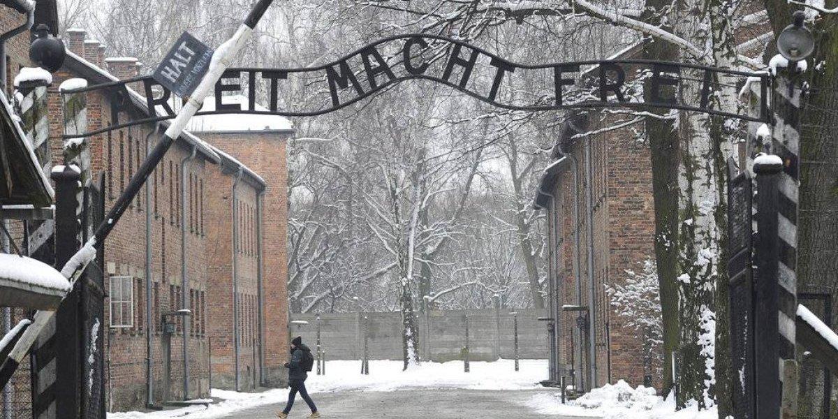 """Polémica ley en Polonia: legisladores aprueban proyecto que castiga con cárcel la expresión """"campos de la muerte polacos"""""""