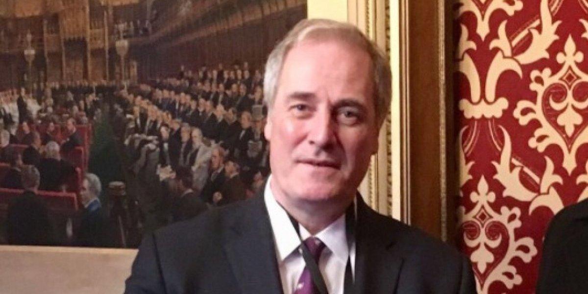 """Ministro y Lord inglés """"se pasó"""" con insólita salida: llegó tarde a interpelación dos minutos y presentó su renuncia por verguenza"""