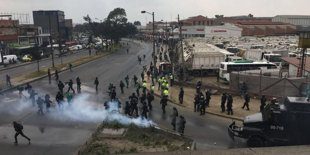 Fotos: denuncian abuso de autoridad del Esmad contra trabajadores de Aguas Bogotá