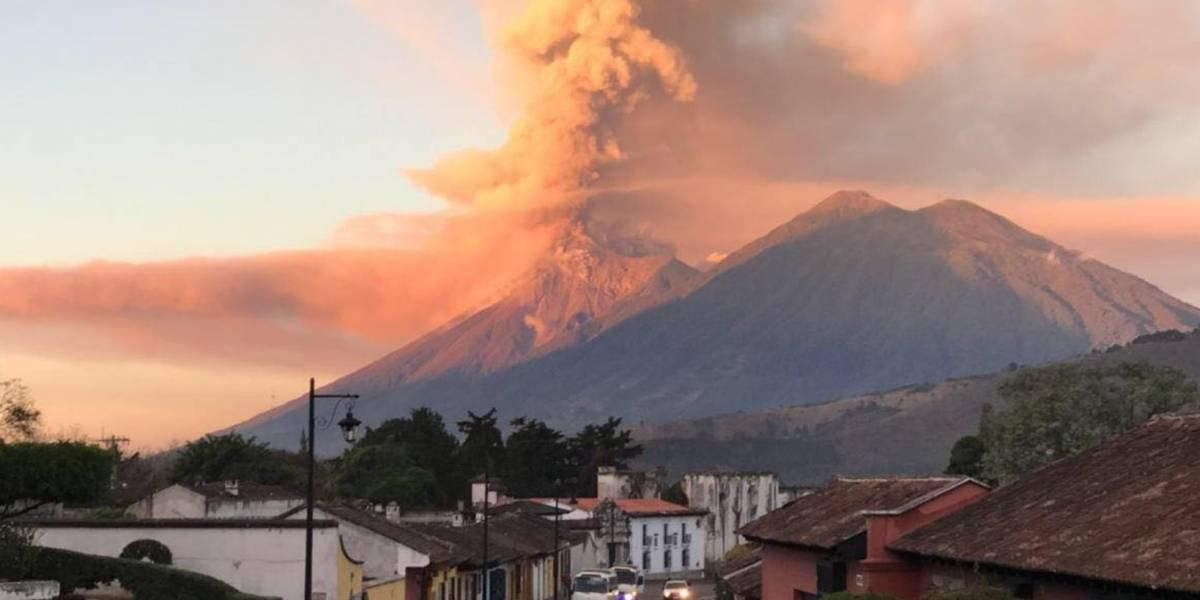 Videos captan una de las más asombrosas erupciones del volcán de Fuego