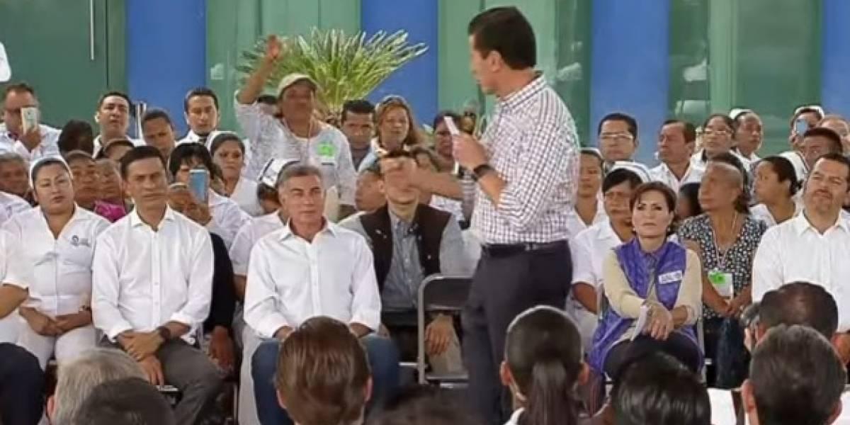 Video: Mujer interrumpe discurso de Peña Nieto en evento en Puebla