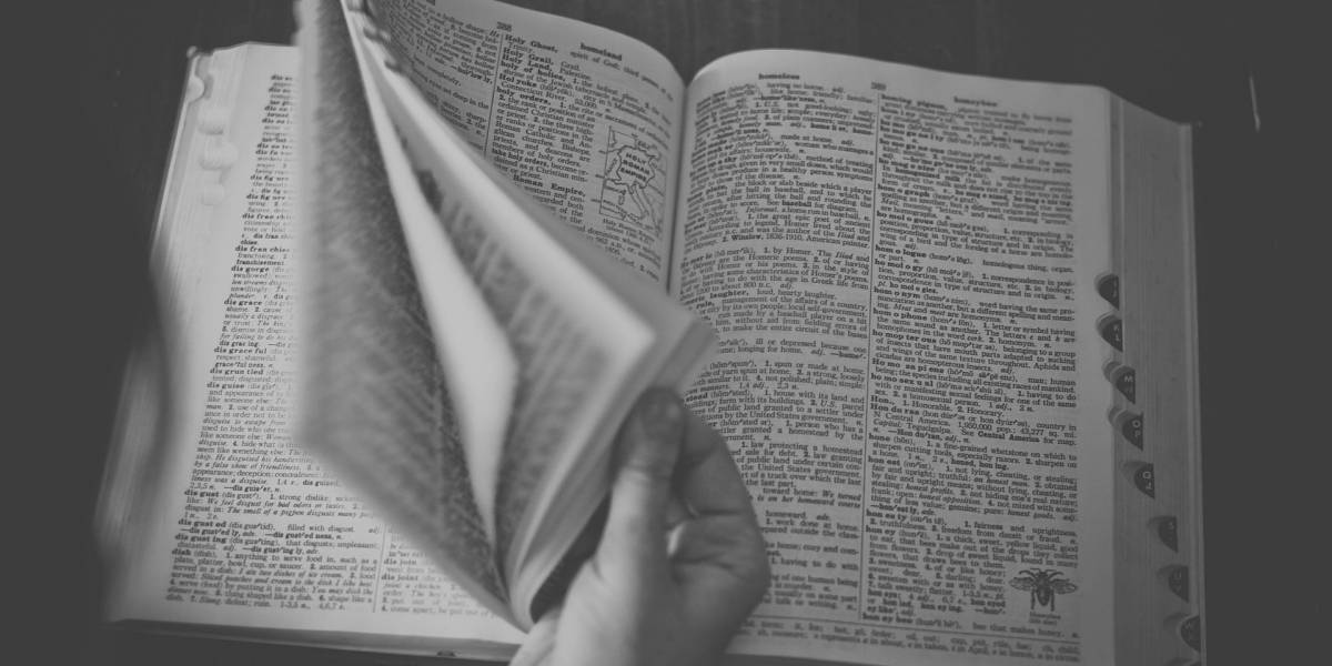 Dicionário espanhol utiliza definição machista para descrever a palavra 'fácil'
