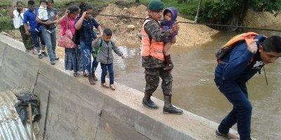 Ejército apoya a afectados por lluvias