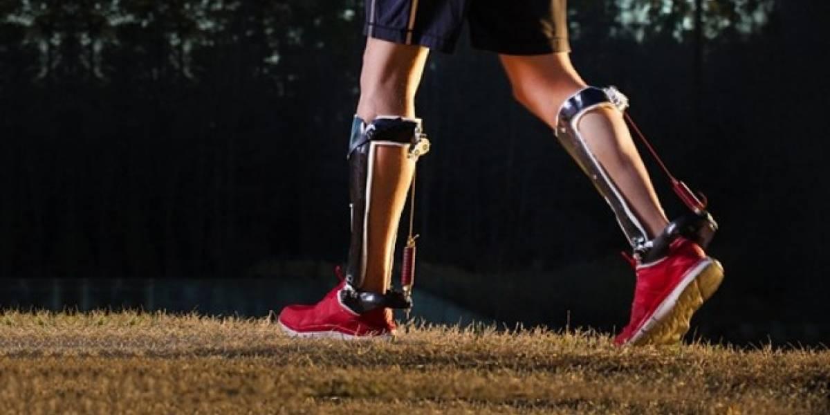 Este exoesqueleto te hace caminar más ligero