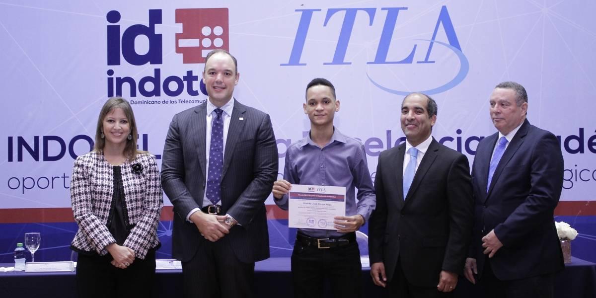 #TeVimosEn: Indotel y el Itla premian estudiantes meritorios