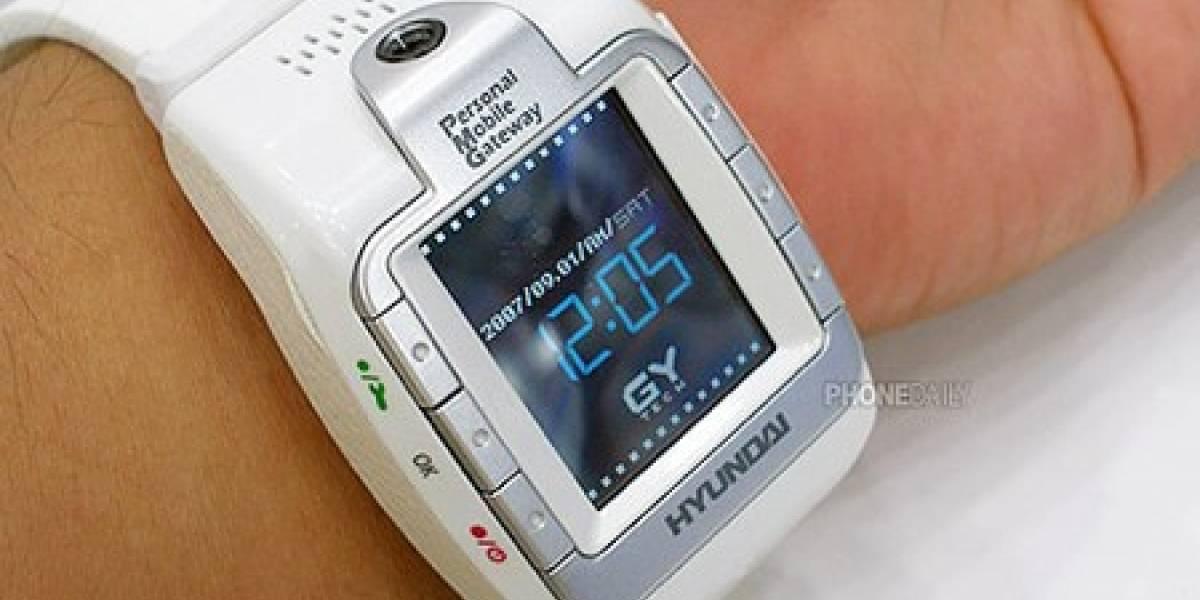 Hyundai W-100: reloj con celular