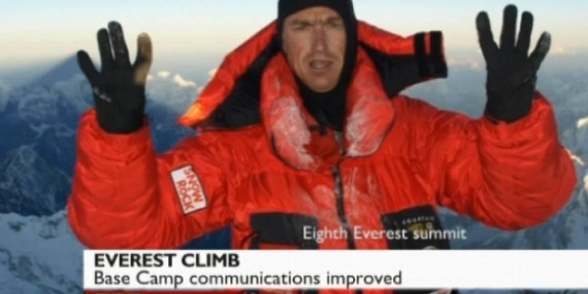 Escala el Everest y tuitea desde ahí con un Samsung Galaxy S II