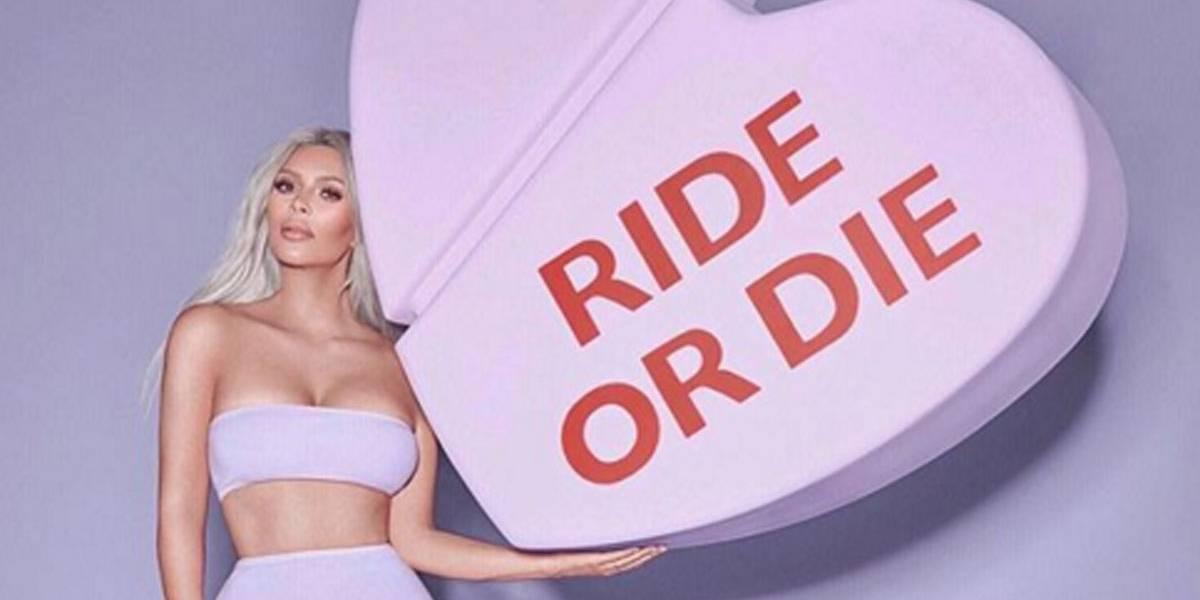 Ai! Kim Kardashian manda presente de Valentine's Day para Taylor Swift e outras 'inimigas'