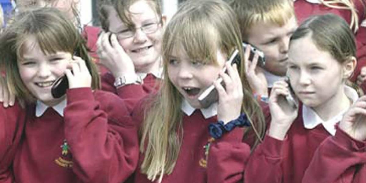 Europa estudia prohibir móviles en colegios por riesgo para la salud