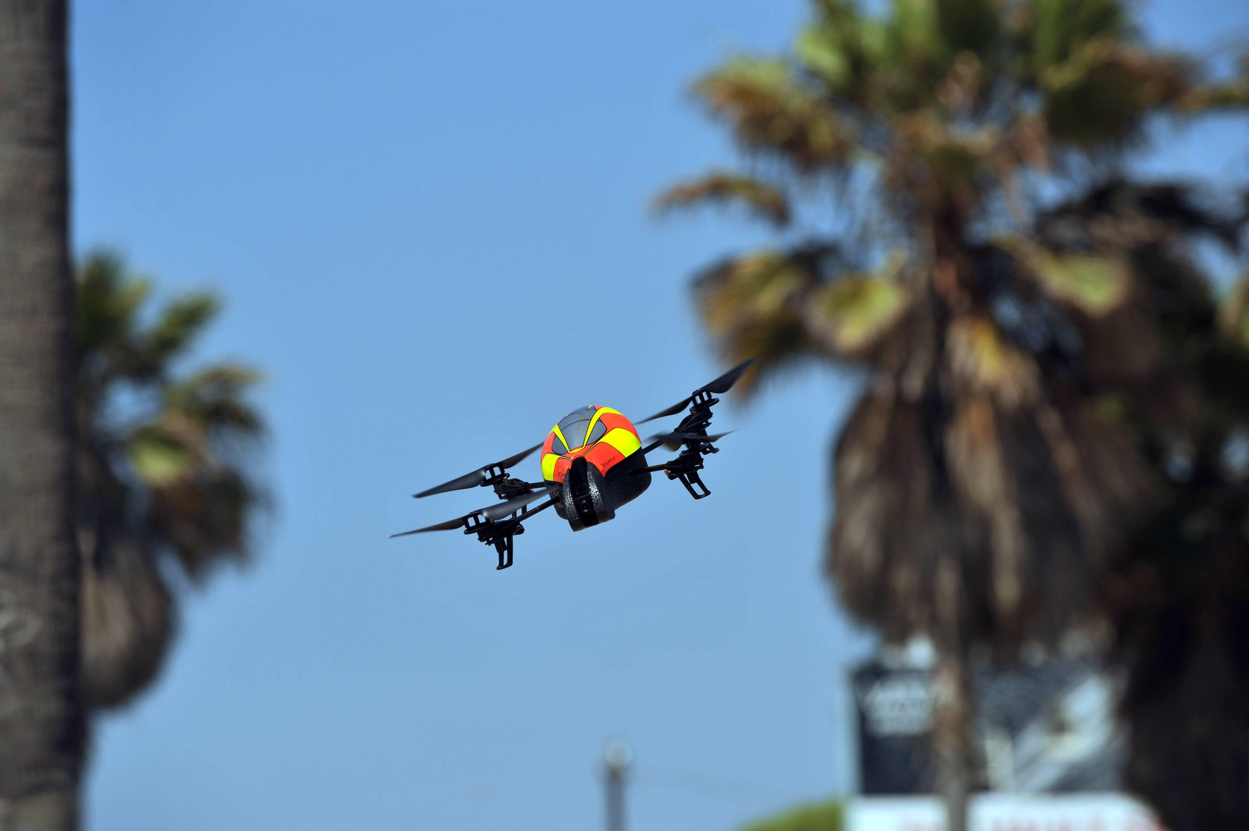 Grave falla de seguridad en La Moneda queda al descubierto cuando un dron sobrevolaba el lugar