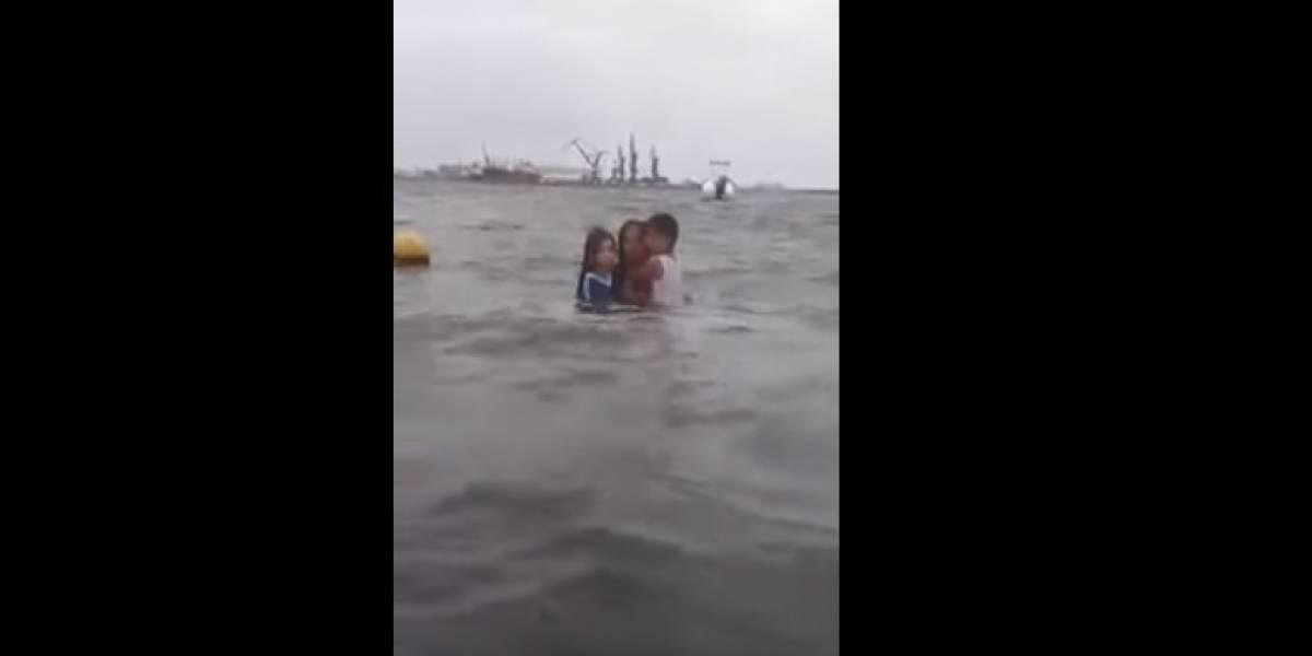 Mulher é gravada tentando afogar os dois filhos
