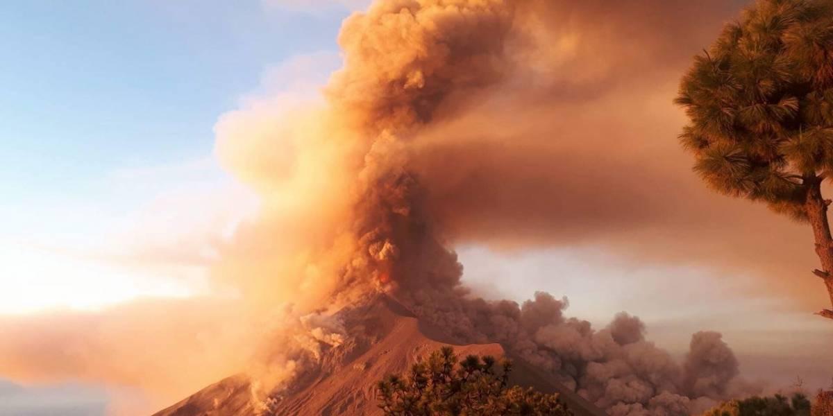 Reportan impresionante erupción del volcán de Fuego en Guatemala