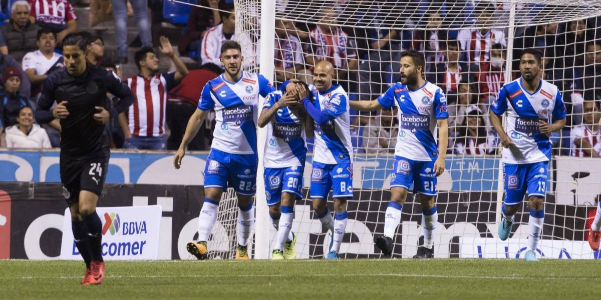 Puebla hunde a Chivas en el estadio Cuauhtémoc