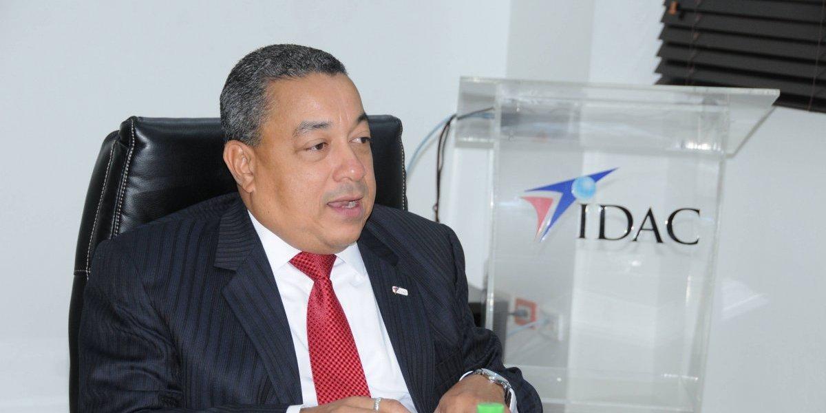 Alejandro Herrera justifica suspensión de aerolínea PAWA por deuda