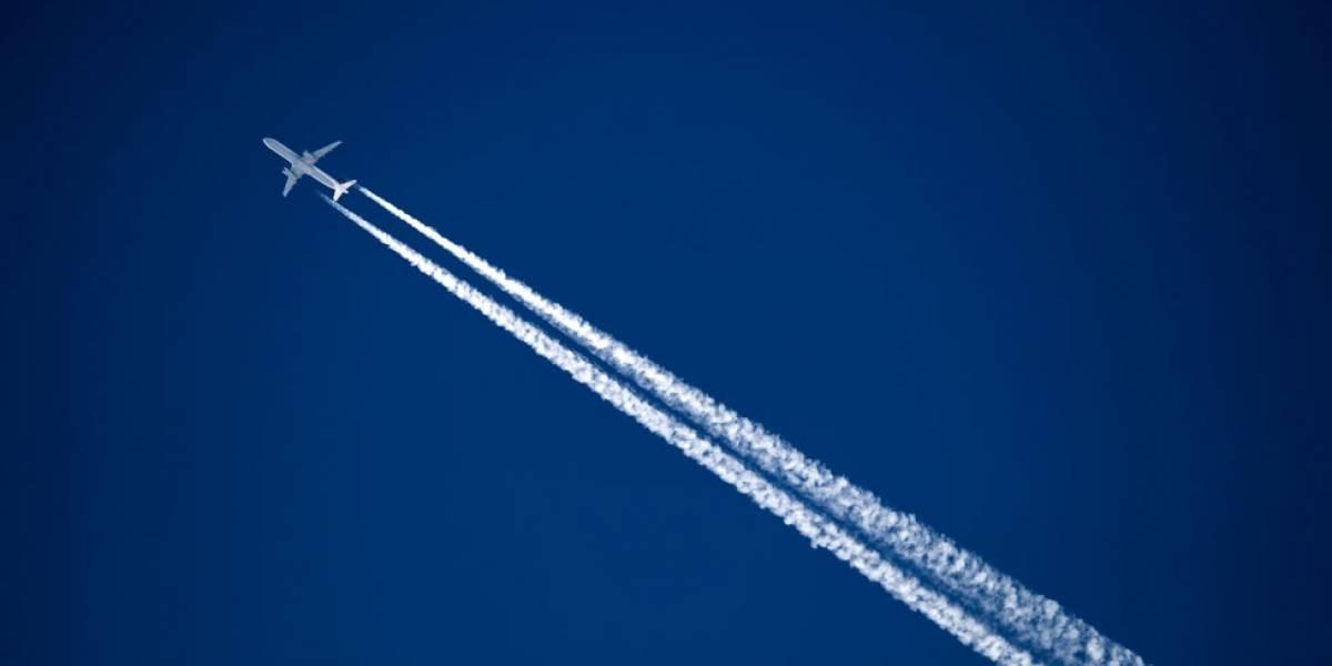 O que pensam as pessoas que culpam tramas sinistras pelos rastros que os aviões deixam no céu