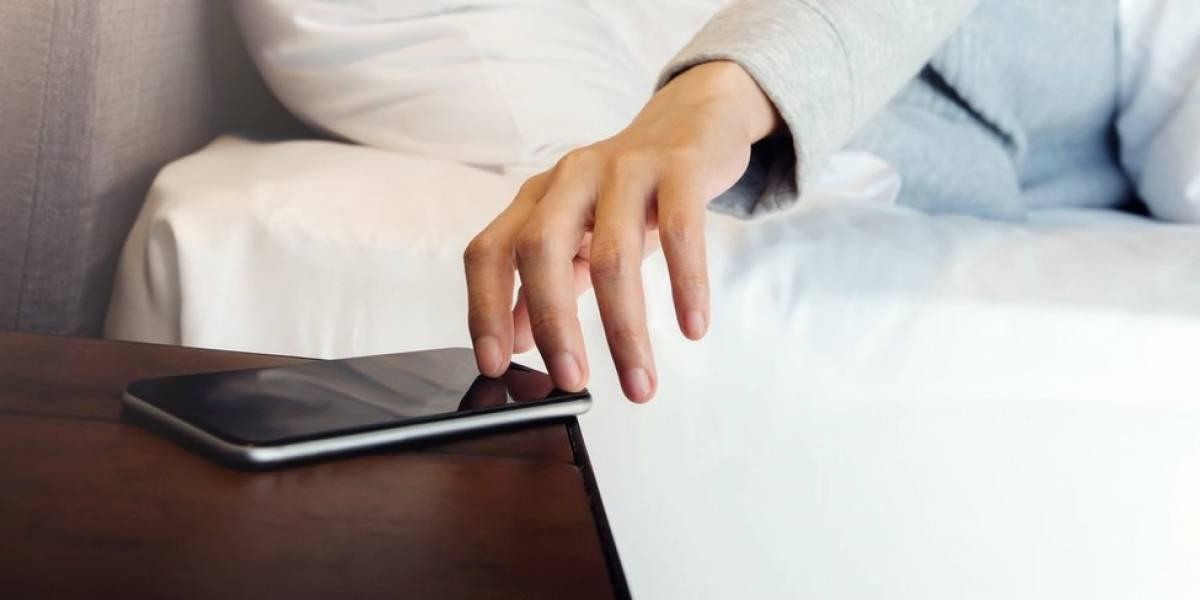 """Como ficar """"24h de plantão"""" para responder mensagens no celular pode afetar sua saúde mental"""