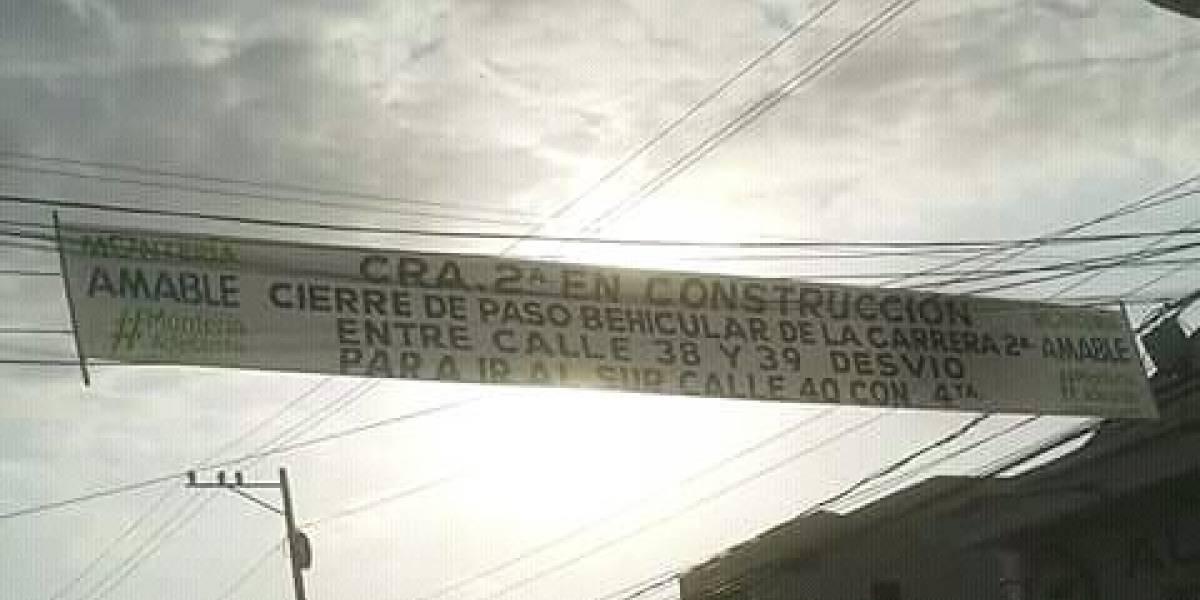 Burlas en redes por error ortográfico en pasacalle de una alcaldía en ciudad colombiana