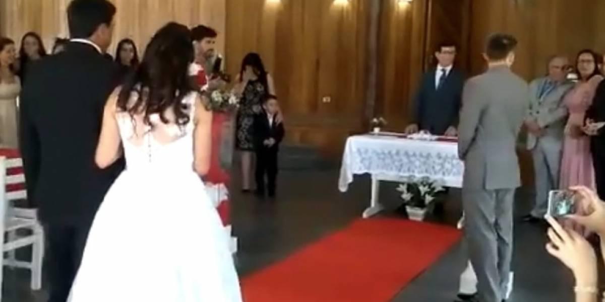 """Boda es arruinada por """"broma de los gemidos"""" y se vuelve viral"""