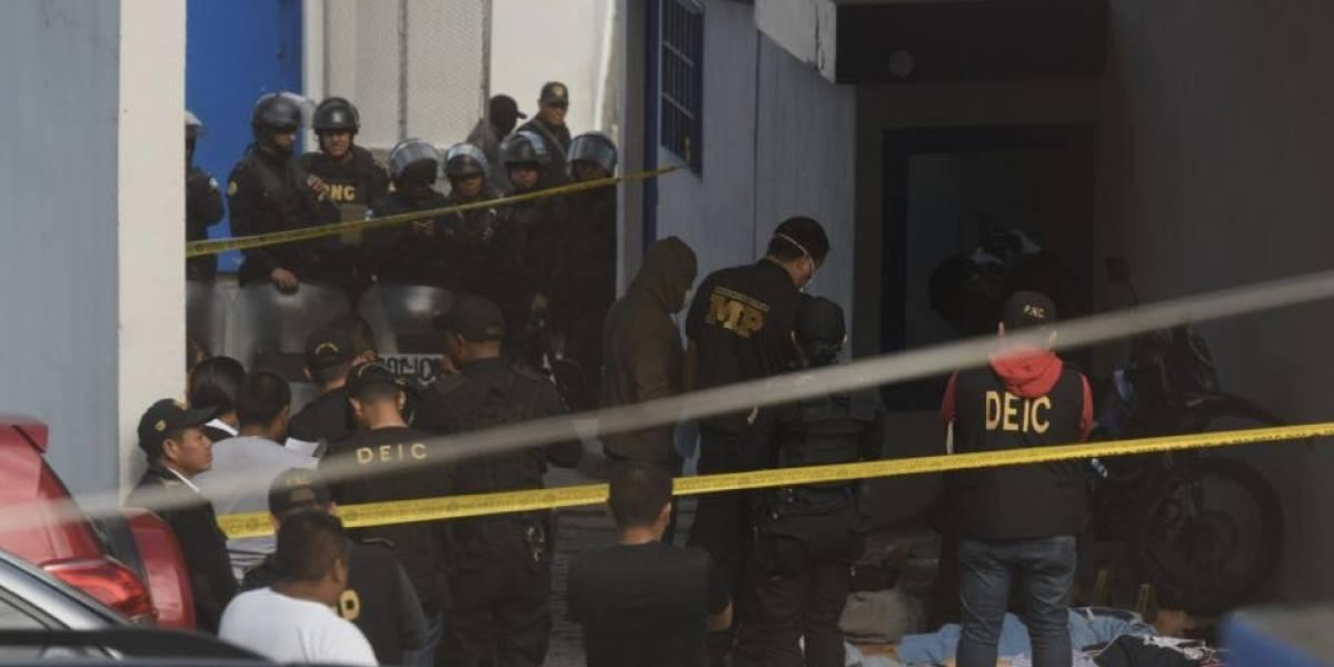 """Asesinan a cuatro miembros del Barrio 18 y dejan mensaje para """"revelar motivo"""""""