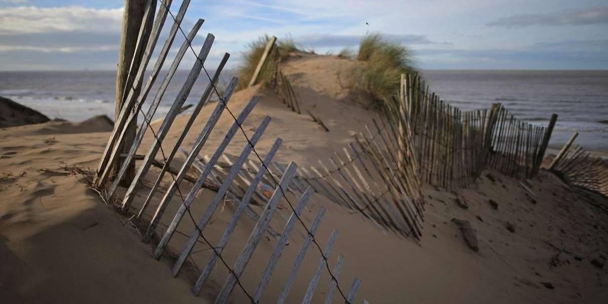 Muere aplastado mientras cavaba túnel en una duna de arena