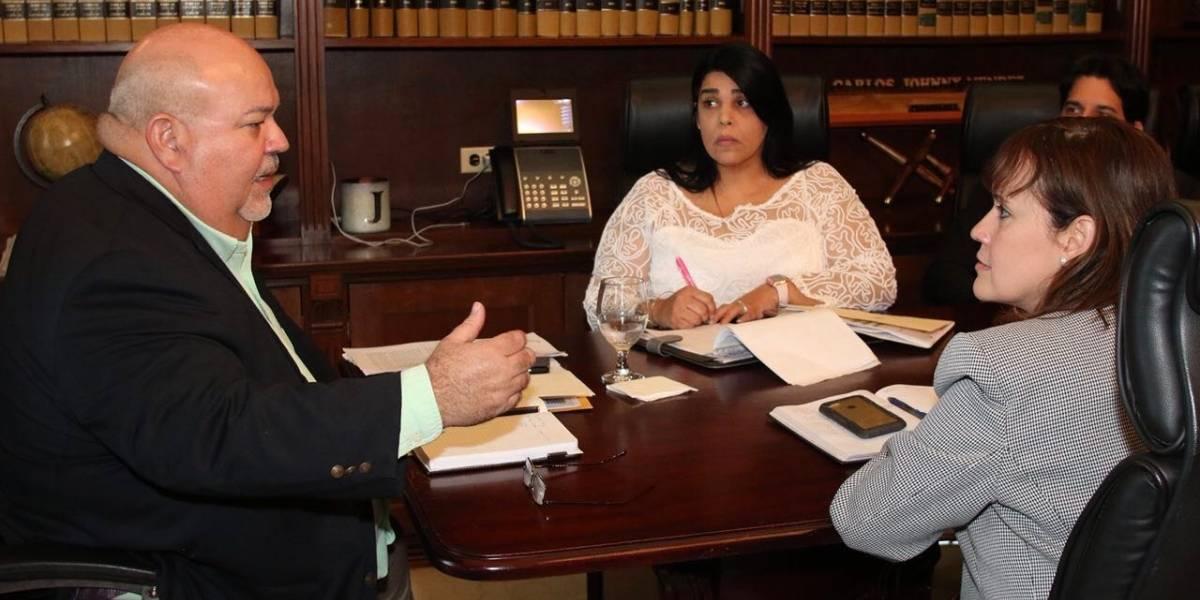 Secretaria de la Familia y líder de la Cámara discuten la nueva Ley de Adopción