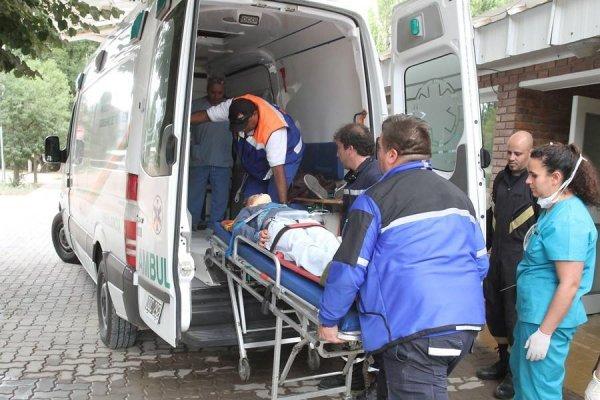Ambulancia que se lleva heridos en tragedia de Argentina