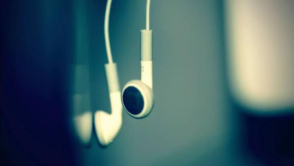 Un adolescente de sólo 16 años murió electrocutado por sus audífonos