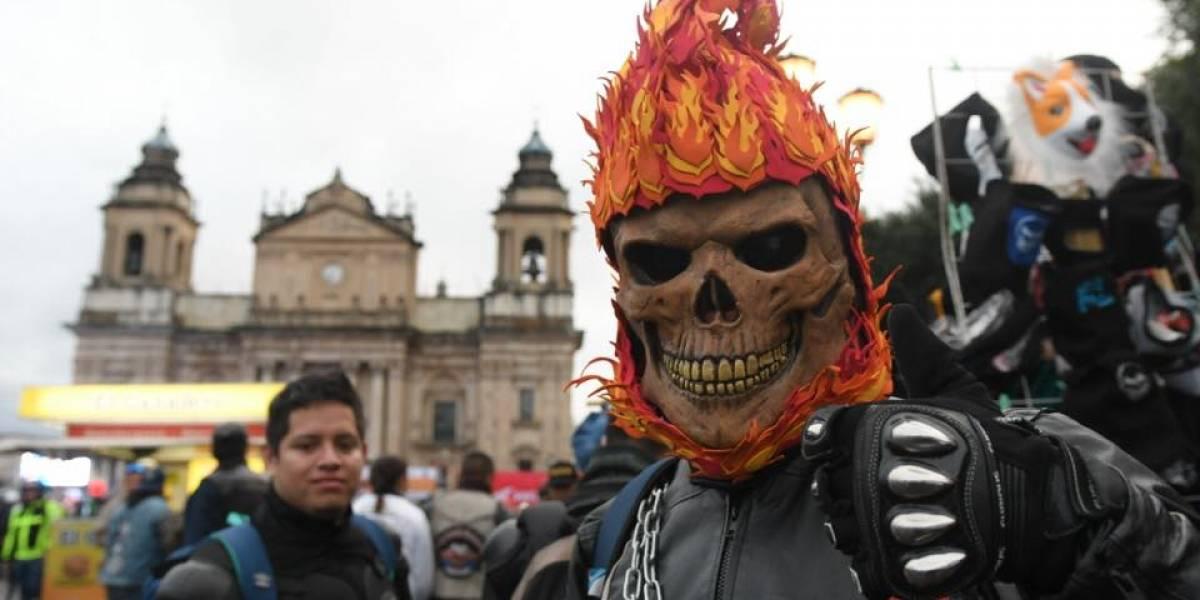 Los atuendos y vehículos que llamaron la atención de la #CaravanaDelZorro2018