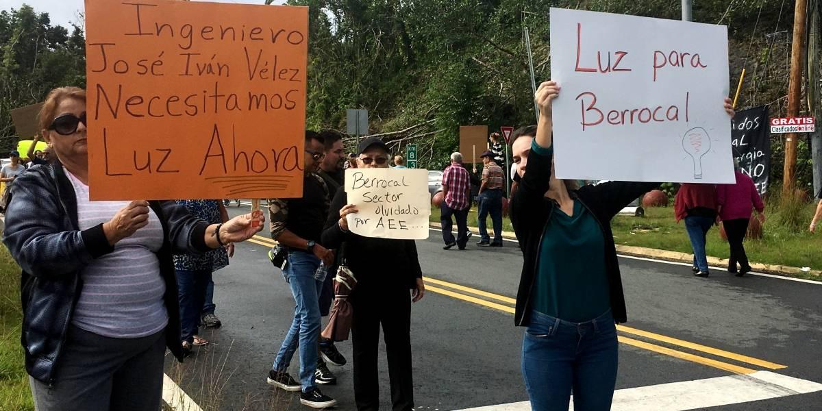 Ciudadanos exigen restablecimiento de energía eléctrica